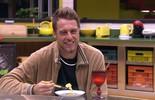 No 'Tá com Nada', Daniel come omelete, mas pensa na comida da festa