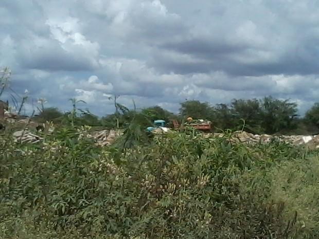 Pontos mais atingidos são: próximo ao Residencial Baraúna e próximo à ponte de acesso ao Severino Afonso. (Foto: Internauta/ VC no G1)