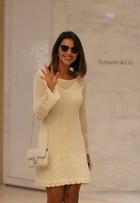 Look do dia: Mariana Rios aposta em vestido de crochê e bolsa com pérolas
