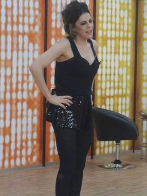 Bárbara Paz exibe boa forma nos ensaios do 'Dança' (Foto: Domingão do Faustão / TV Globo)