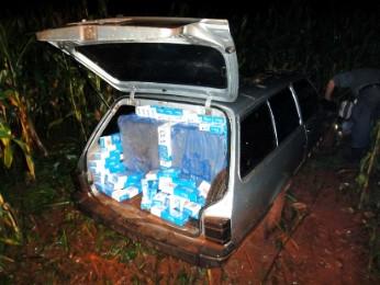 Três carros foram abandonados no meio de uma mata na Vila Bananal (Foto: Polícia Federal / Divulgação)