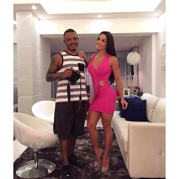 Fernanda D'Avila ao lado de amigo (Foto: Reprodução/Instagram)