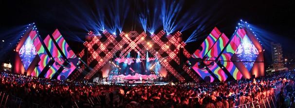 Maior da América Latina, o palco tem 100 metros de comprimento e 20 metros de altura, e três telões de LED (Foto: João Luiz/ Globo)