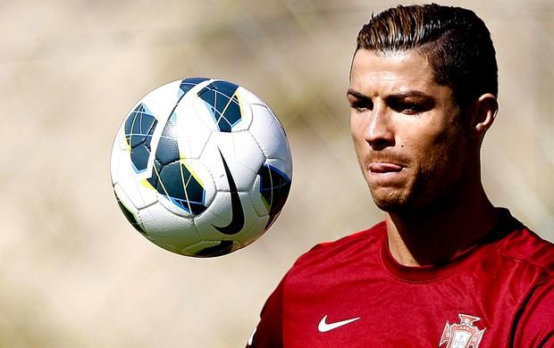 Cristiano Ronaldo treino seleção Portugal (Foto: EFE)