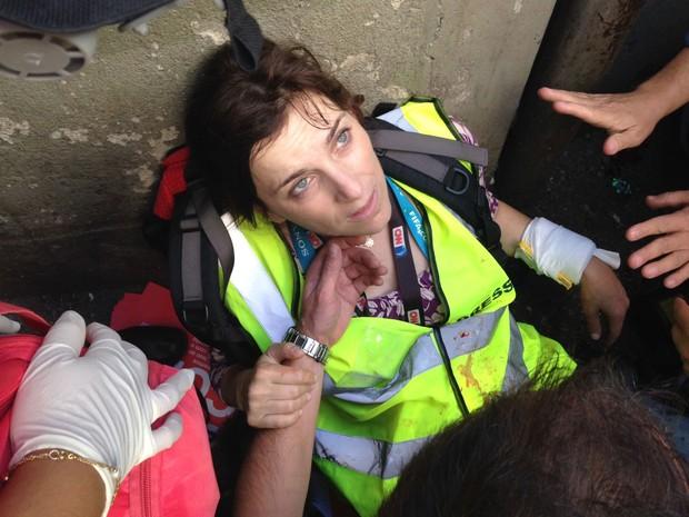 Jornalista da CNN é ferida em manifestação (Foto: Darlan Alvarenga/G1)