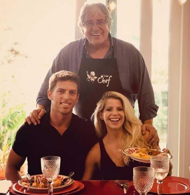 Amaury Nunes, Karina Bacchi e o pai (Foto: Reprodução)