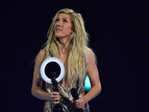 Ellie Goulding recebe o prêmio de melhor cantora britânica no Brit Awards 2014 (Foto:  REUTERS/Toby Melville)