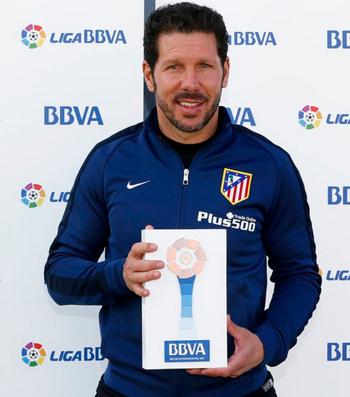 Simeone prêmio melhor técnico Campeonato Espanhol (Foto: Divulgação / Liga BBVA)