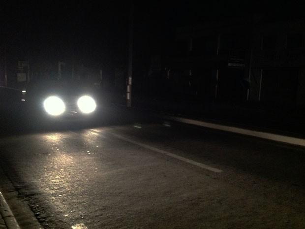 Av. Ana Jansen, em São Luís, durante blecaute energético na noite de quinta-feira (25) (Foto: Clarissa Carramilo/G1)