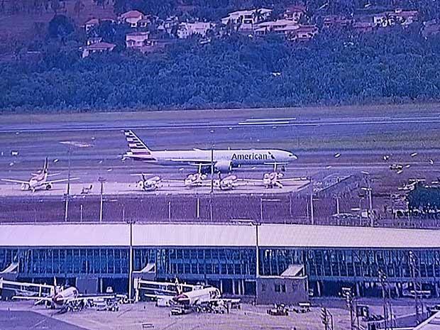 [Brasil] Avião pousa no DF após passageira entrar em trabalho de parto Americanairlines