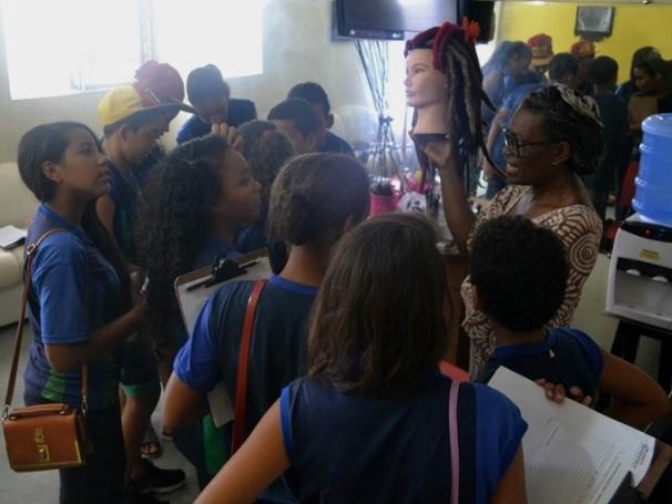 A experiência foi importante tanto para aumentar o capital cultural dos meninos, quanto para fazê-los saber da existência de Movimentos Negros. (Foto: Divulgação)