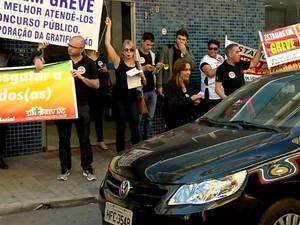 Grevistas do INSS fazem 'apitaço' em Varginha (Foto: Reprodução EPTV)