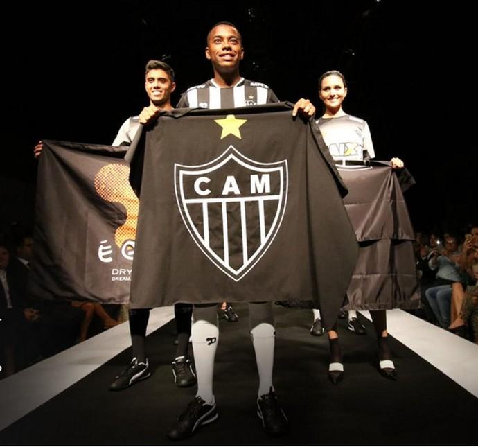 Robinho participa do lançamento da camisa do Galo (Foto: Reprodução / Atlético-MG)