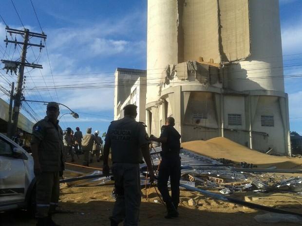 Equipes de resgate estão no local. (Foto: Carolina Sanches/G1)