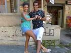 Marcello Melo Jr. e Kizi Vaz ensinam como dançar lindy hop