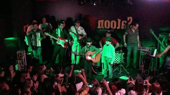 Durante o show, Fran e Diego convidam Lucas e Mateus ao palco. (Foto: Se Liga VM)