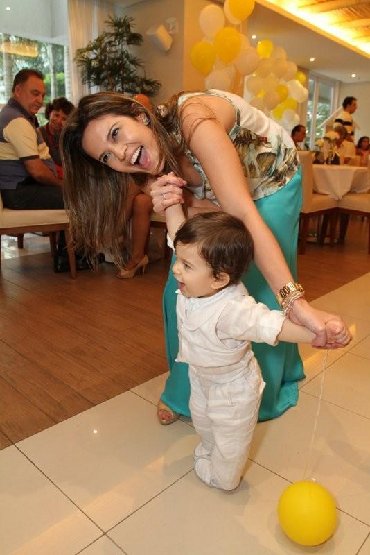Raquel Nunes com o filho (Foto: Divulgação)