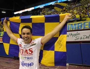 Raphael Vieira comemorando mais um título pelo Trentino (ITA) (Foto: Arquivo Pessoal/Raphael Vieira)