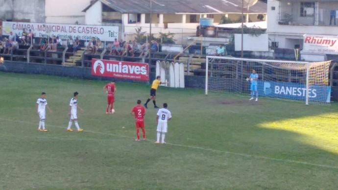 Gol de pênalti do atacante Teco, do Real Noroeste Sub-20 (Foto: Matheus Dias/Real Noroeste FC)