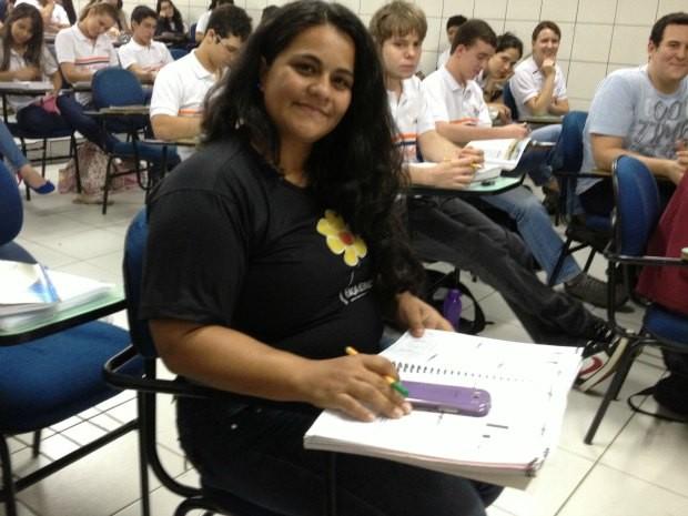Após 15 anos, Cristiane Garcia busca por uma segunda profissão (Foto: Ivanete Damasceno/G1)