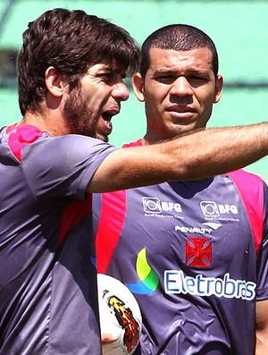 Juninho e Nilton no treino do Vasco (Foto: Marcelo Sadio / Site Oficial do Vasco da Gama)