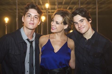 Vanessa Gerbelli com João Vithor Oliveira e Nicolas Prattes (Foto: Caiuá Franco/ TV Globo)