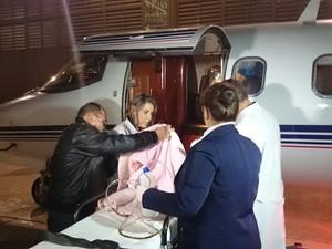 Aeronave com UTI transferiu Sofia aos EUA (Foto: Jéssica Pimentel / G1)