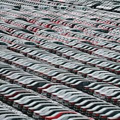 BALANÇA EM QUEDA  Carros no Porto do Rio de Janeiro.   A importação de veículos no Brasil passou de 58 mil, em 2004, para quase 530 mil, neste ano  (Foto: Vanderlei Almeida/AFP)