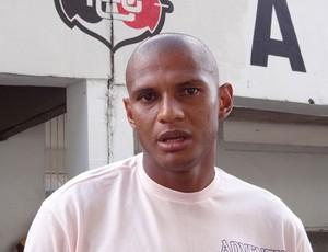 Tiago Cardoso, goleiro do Santa Cruz (Foto: Elton de Castro / GloboEsporte.com)