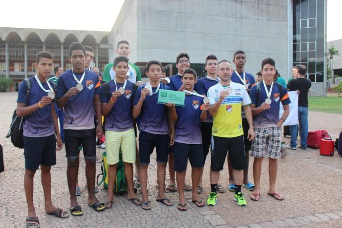 Chegada dos times de vôlei e handebol dos Jogos Escolares (Foto: Josiel Martins )