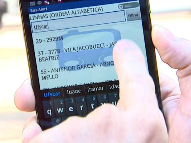 Por meio de mensagem de texto e de voz é possível saber a hora que um ônibus está se aproximando do ponto de parada (Foto: Reprodução/EPTV)