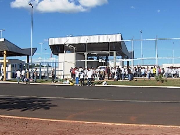 Detentos durante saíde temporária em presídio de Rio Preto (Foto: Reprodução/TV Tem)