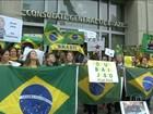 Brasileiros que vivem no exterior também fazem manifestações