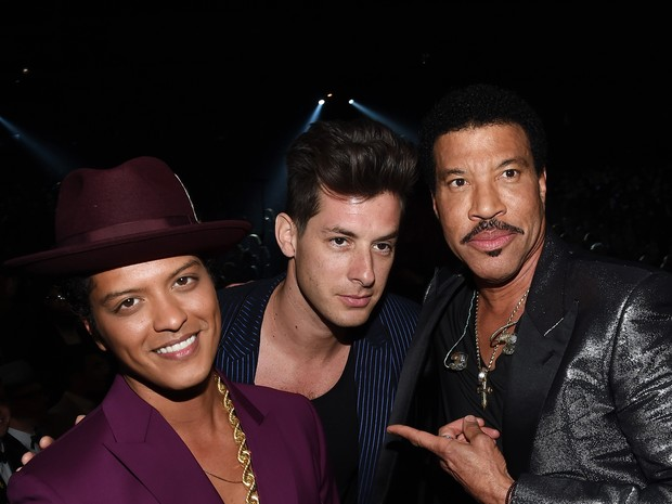 Bruno Mars,Mark Ronson e Lionel Richie no Grammy, em Los Angeles, nos Estados Unidos (Foto: Larry Busacca/ Getty Images/ AFP)