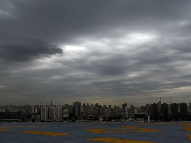 Região central de São Paulo tem tempo encoberto e ventos fortes (Foto: Hélvio Romero/Estadão Conteúdo)