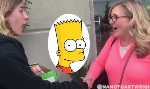 A atriz Nancy Cartwright choca um garoto ao revelar ser a voz de Bart Simpson de 'Os Simpsons' (Foto: Twitter)