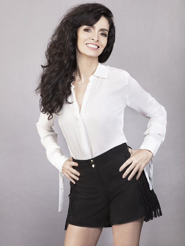 Claudia Ohana, a vampira Natsaha de Vamp, o musical, fala sobre namoro e carreira  (Foto: Divulgação )