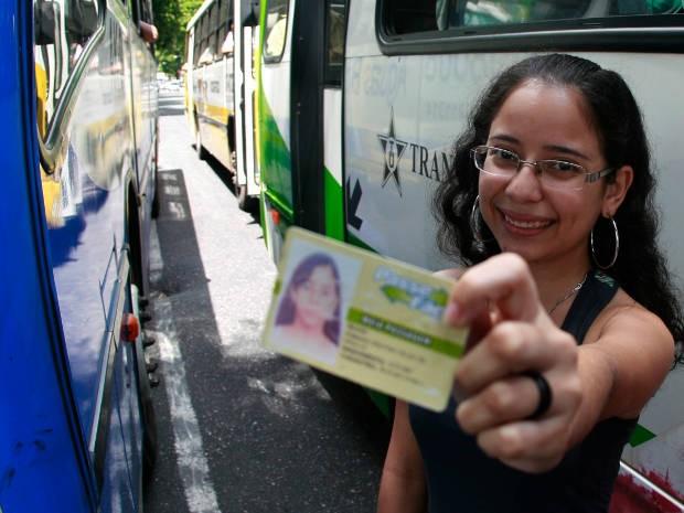 Segunda via de carteira que permite aos estudantes de Belém pagar metade do valor da passagem nos ônibus deverá ser de graça em breve. (Foto: Carlos Borges / O Liberal)