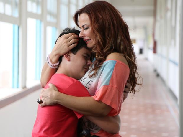 Naná fica emocionada ao se despedir de Luciano (Foto: Carol Caminha/ Gshow)
