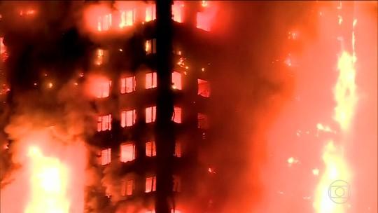 Incêndio atinge prédio de 24 andares e deixa 12 mortos em Londres