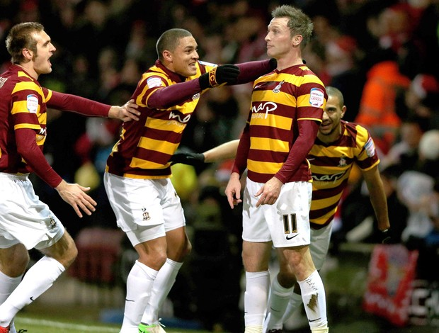 Garry Thompson comemora gol do Bradford City contra o Arsenal (Foto: Getty Images)