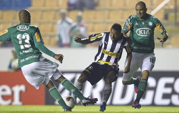 Vitor Junior, Leandro Amaro e Mauricio Ramos, Palmeiras x Botafogo (Foto: Agência EFE)