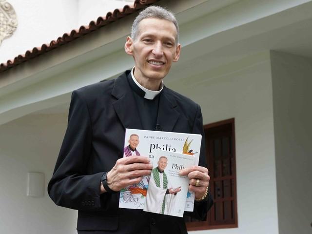 Padre Marcelo Rossi lança Philia em João Pessoa (Foto: Alysson Bernardo/TV Cabo Branco)