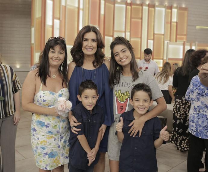 Fátima com mais uma família  (Foto: Ellen Soares/Gshow)