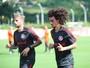Nico López tem virose confirmada e é baixa no Inter; Valdívia faz fisioterapia