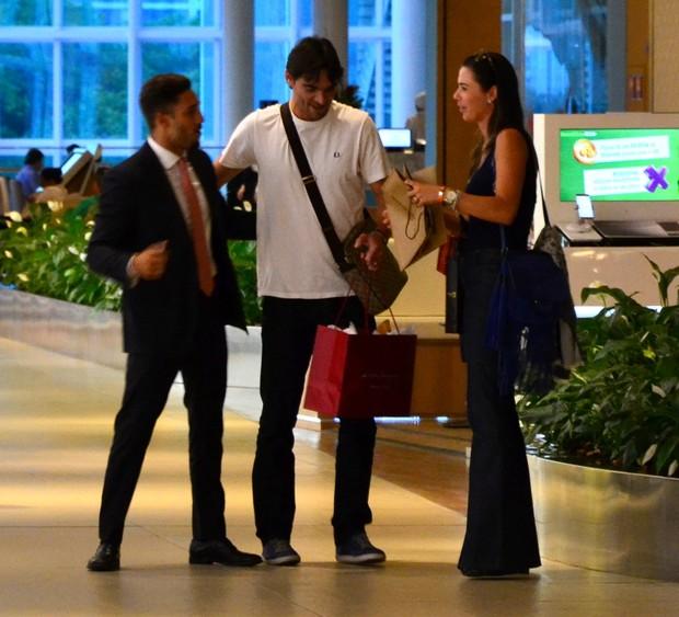 Giba e a namorada (Foto: Webert Belicio / Brazil News)