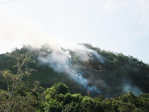 incendio serra do tiririca maricá (Foto: Romário Barros/Lei Seca Maricá)