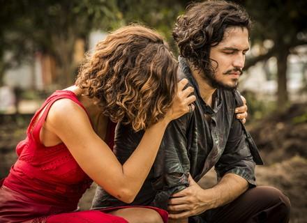 Tereza e Miguel encontram cavalo de Santo com mancha de sangue