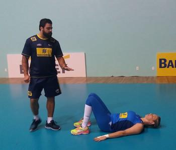 Fabíola treino seleção vôlei (Foto: João Gabriel Rodrigues)