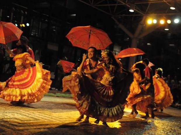 Grupo folclórico apresenta danças inspiradas em lendas regionais ao som dos tambores amazônicos.  (Foto: Everaldo Nascimento/Os Pará 2000 )